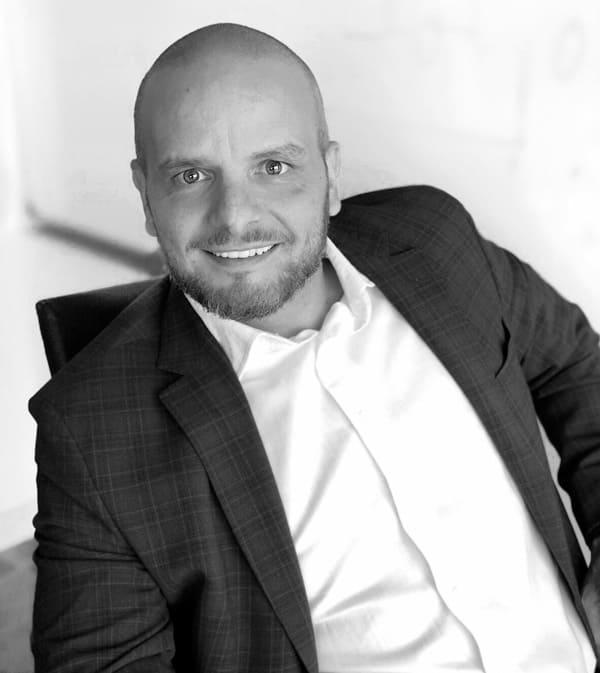 Juan director CEO de oqotech